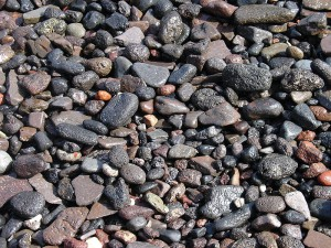 800px-Gravel_on_a_beach_in_Thirasia,_Santorini,_Greece[1]